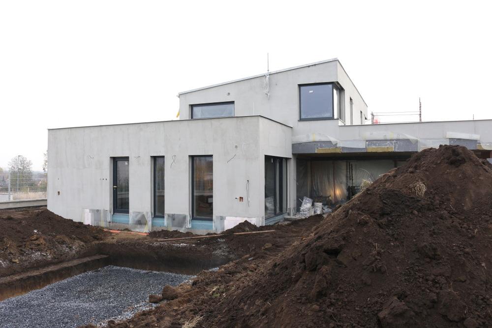 Krulich Stavby Domů – budoucí zahrada s bazénem, rodinný dům na klíč, Lázně Toušeň